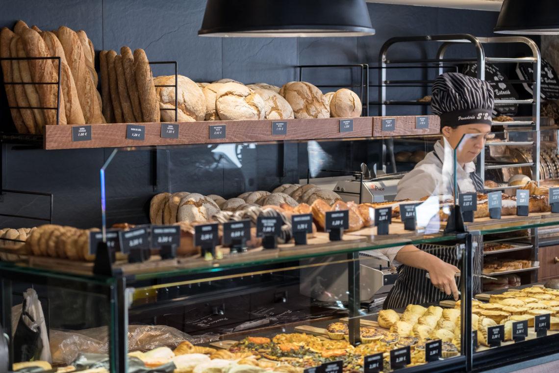 Men At Work Panadería Sestació Estilo Palma