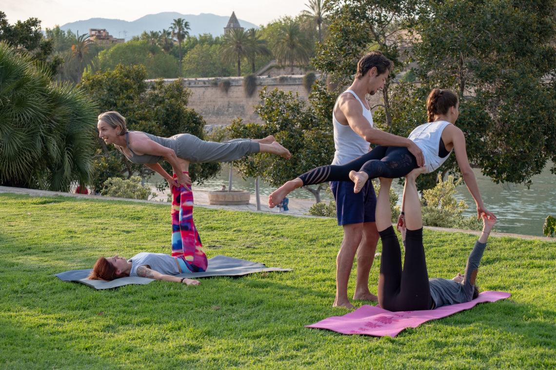 Acroflow Yoga