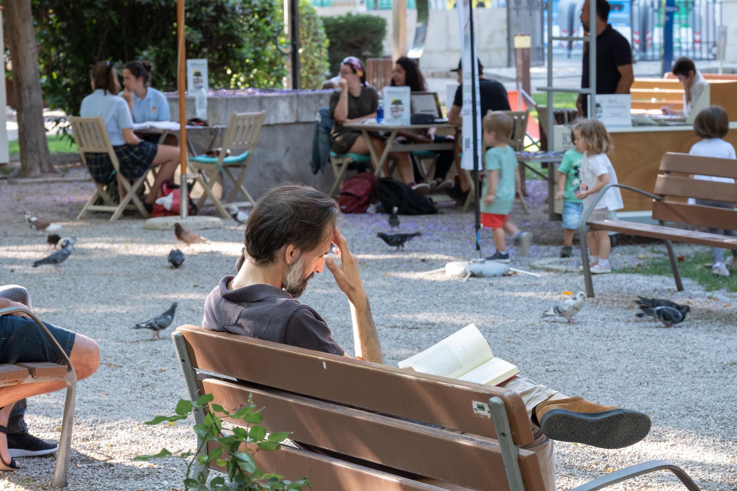 Reading oasis: BiblioJardí opens again - Estilo Palma