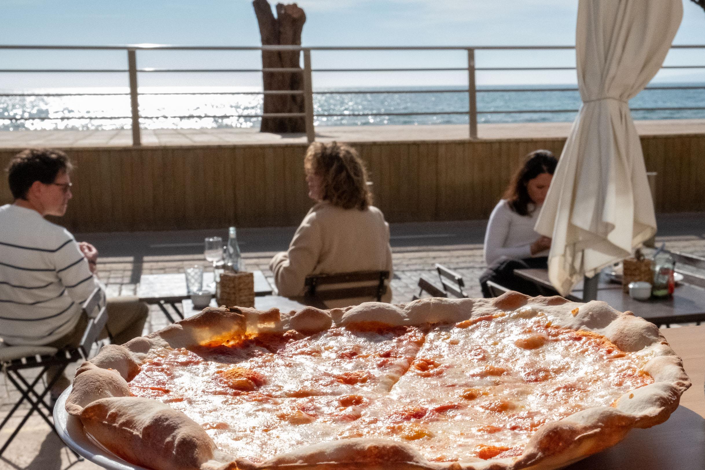 Pizza vista mare: Piadina e Vino - Estilo Palma