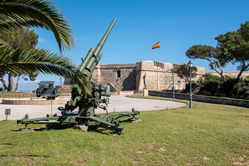 War and peace: Castillo de San Carlos - Estilo Palma